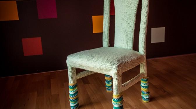 Ein Pullover für den Stuhl